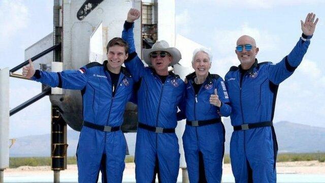 Развитие космического туризма (Безос). Помимо Безоса, на борту капсулы New Shepard находились брат бизнесмена, Марк, 18-летний студент-физик из Нидерландов Оливер Дэмен, а также 82-летняя американская летчица Уолли Фанк.