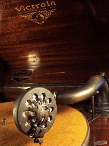 Victrola Phonograph (1925)