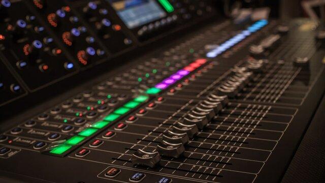 Digital mixing desk