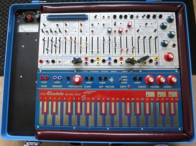 Analogue synthesizers