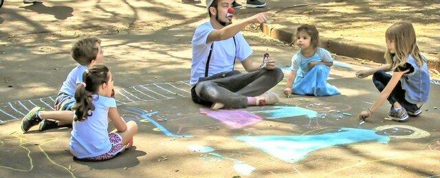 Vygotsky: Hay 2 procesos diferentes dentro del desarrollo general del niño: Elementales, que son netamente naturales y psicológicos superiores, que se forman socioculturalmente