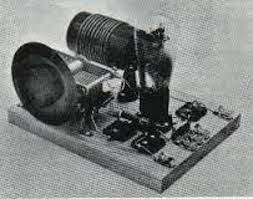 Tesla presenta la patente para el radiotransmisor.
