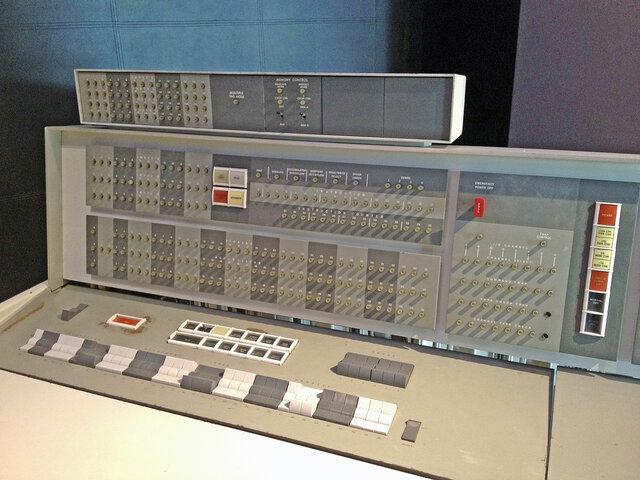 Segunda generación (1957-1964): transistores.