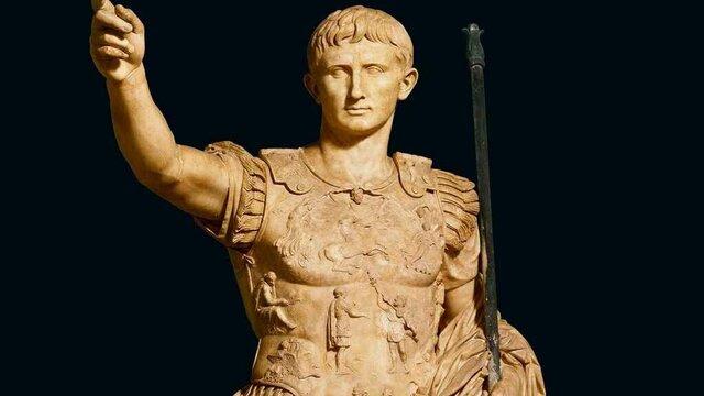 Octavi derrota a Marc Antoni i a Cleopatra a la Batalla d'Actium i es proclamat emperador