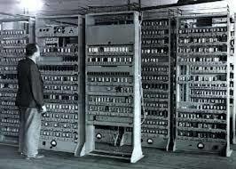 Aprincipios de esta década surgen las primeras redes para aplicarse a las computadoras a partir de un sistema de radar militar de los Estados Unidos, este sistema era semiautomático y sus siglas eran SAGE.