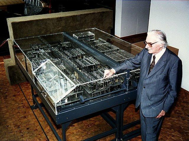 1938. Primer Ordenador Digital.