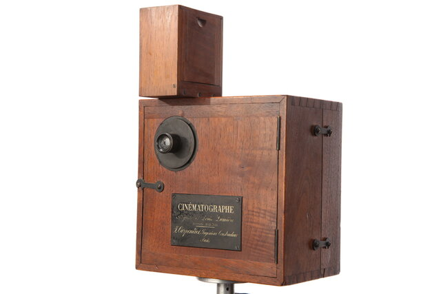 First Lighter-Weight Camera, The Cinematographe