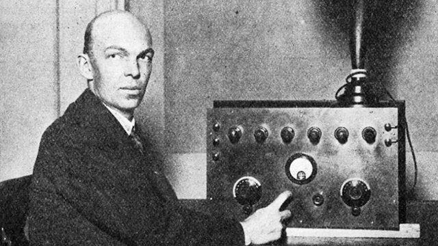 Se inventa Radio FM