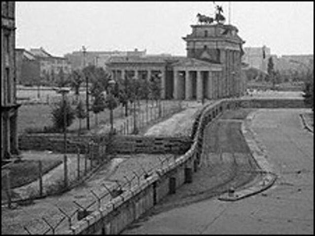 La línea interrumpida por el muro de Berlín