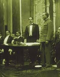 Instalación del XXVII congreso constitucional. Venustiano Carranza informa sobre sus acciones durante la Revolución como Primer Jefe encargado del Poder Ejecutivo y como Presidente Provisional 1917