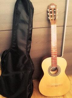 mi primera guitarra y mi acercamiento al canto