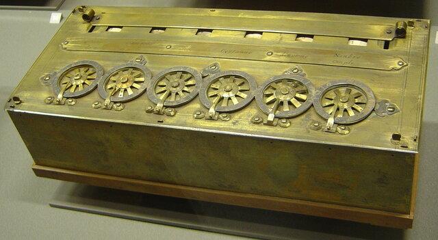 Паскалина: суммирующая машина Блеза Паскаля.