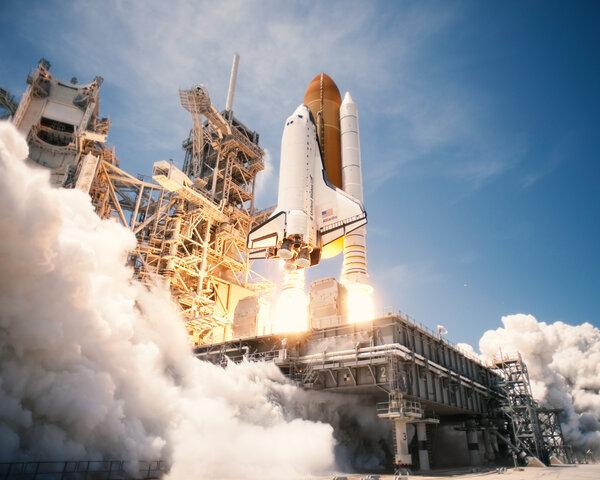 Конец эпохи шаттлов: дорога в будущее состоит не из одних только успехов. В 2011 году после многолетних мучений и аварий NASA окончательно прекратило полеты шаттлов (многоразовые космические корабли, используемые США).