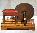 Primer motor electromecánico