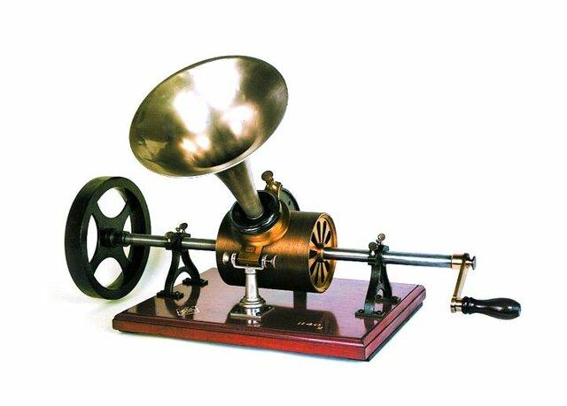 Creación del fonógrafo.