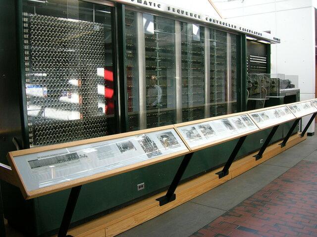 В Гарварде создан компьютер Марк I на релейных и механических элементах