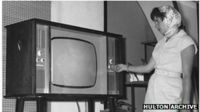 PRIMEROS EXPERIMENTOS CON LA TELEVISIÓN.