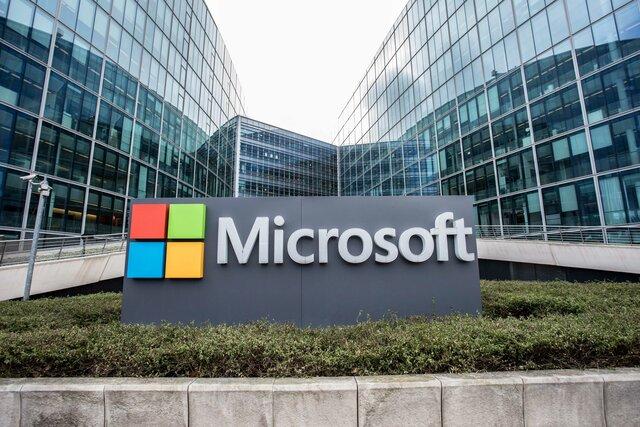 Билл Гейтс и Пол Аллен основали фирму Microsoft