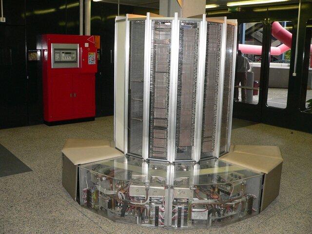 Первый успешный векторный суперкомпьютер Cray-1