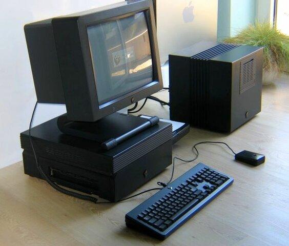 Первый веб-сервер NeXT Cube Стива Джобса