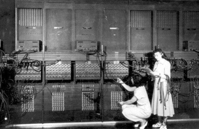 Primera generación (1942-1957): Válvulas de vacío.