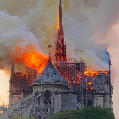Evento artistico: Notre-Dame va a fuoco