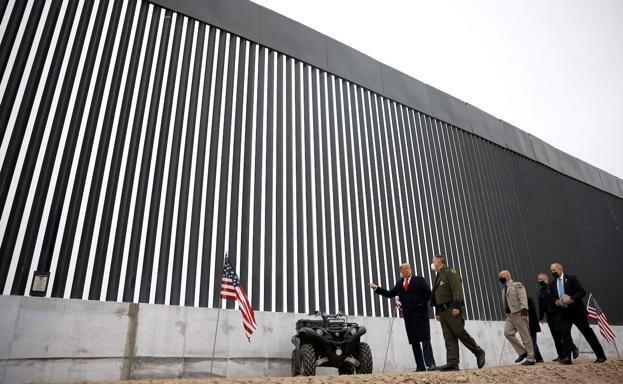 Donal Trump construeix mur a mèxic (polític)