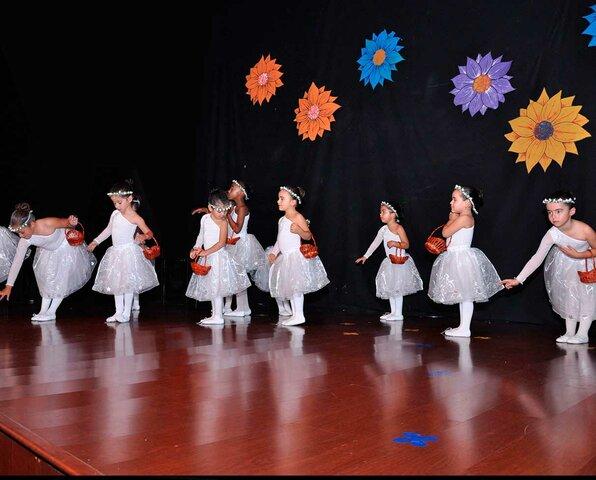 Primera actuació de ballet