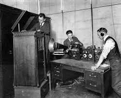 primera emisión de radiodifusión publica