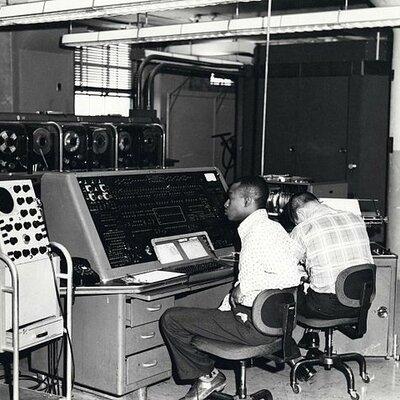 segunda generacion de computadoras timeline
