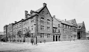 Fundación de la Hull House de Chicago.