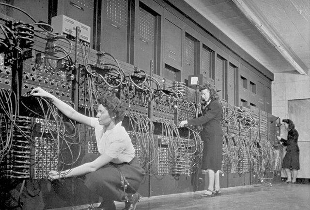 FIRST COMPUTER (ENIAC)
