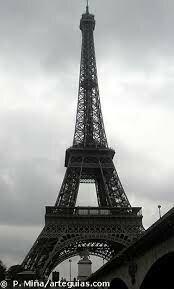 – La Torre Eiffel, una mostra de l'arquitectura del ferro del s. XIX.