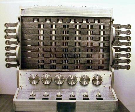 Wilhelm Schickard inventa la primera calculadora mecánica