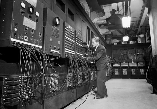 Presentación del primer orenador electrónico (ENIAC)