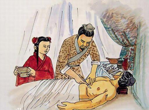 Hua Tuo fue pionero en anestesia en China al usar durante una cirugía   un brebaje a base de cannabis denominado mafeisan.