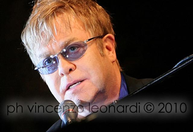 Elton John changes his voice