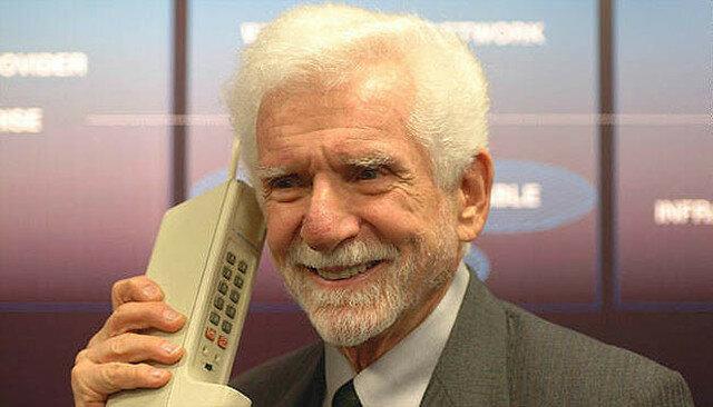 PRIMER SERVICIO DE TELEFONÍA MÓVIL