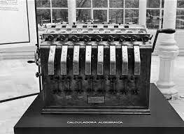 Leonardo Torres Quevedo construye  su aritmómetro electromecánico, primera  calculadora automática