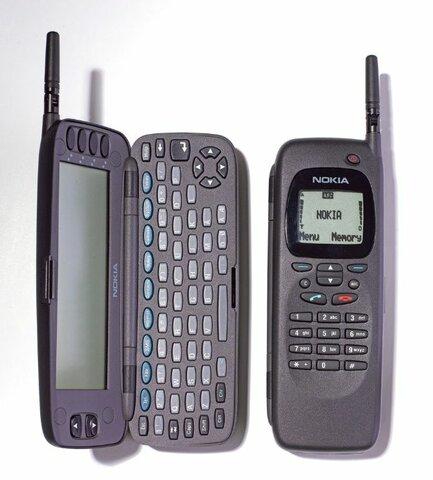 Primer teléfono móvil con conexión a internet