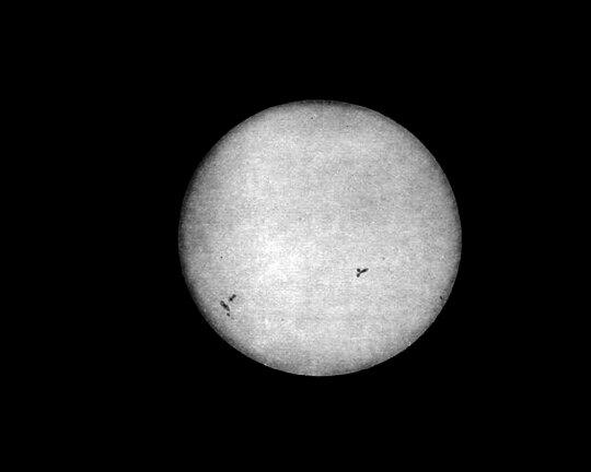 La primera fotografía del Sol