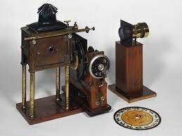 Zoopraxiscope ( The 1st Projector)