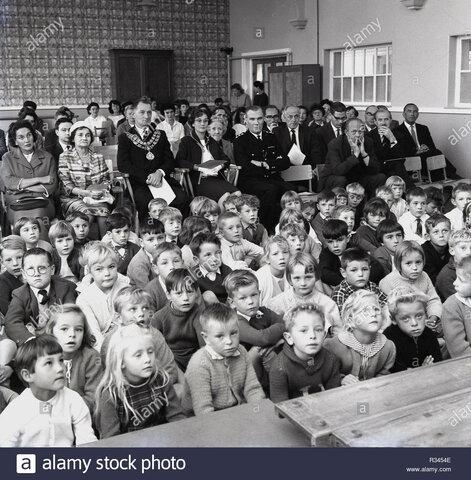 Los alumnos de primaria eran 4105302, llegando a 6 605 757 en 1964