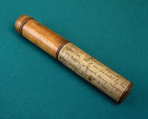 Rene Laennec inventa el estetoscopio.