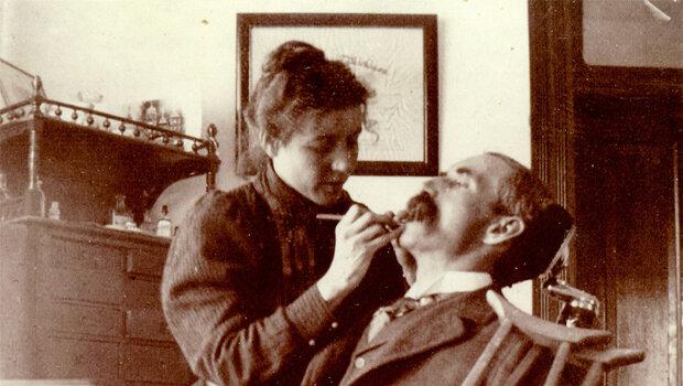 Primer mujer odontóloga Lucy Hobbs.