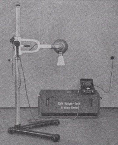 Se crea el primer aparato de rayos X para uso odontológico.