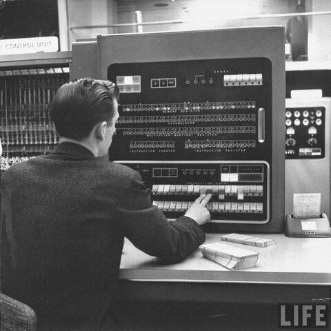 1950-1960 Procesamiento de datos electrónicos(EDP) - Sistema de Procesamiento de Transacciones (TPS)
