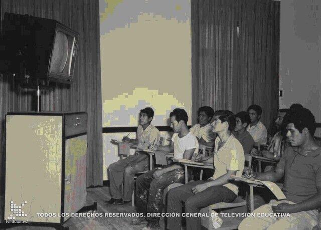 Se anunciaron en el periódico Novedades, el proyecto de Alfabetización y el de Educación Secundaria por televisión.
