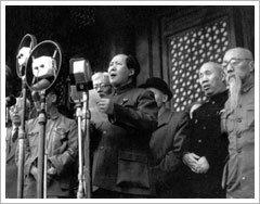 1949 – Es proclama la República Popular Xina, amb Mao (president).