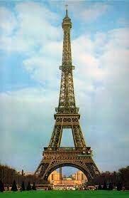 La Torre Eiffel, una mostra de l'arquitectura del ferro del s. XIX.